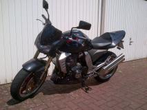 Motorrad von der Seite I.jpg