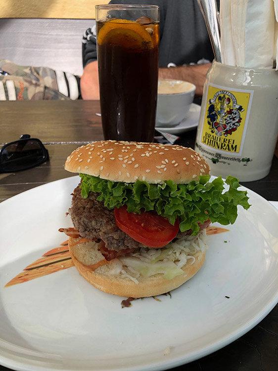 burger.thumb.jpg.aa4a12a70ee191282a44c14be49ba85b.jpg