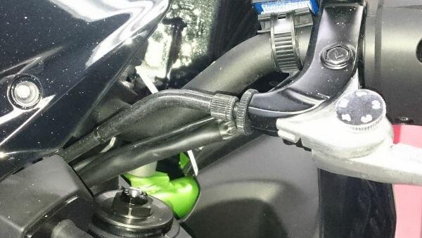 Kawasaki Z900 2018 - Verlegung des Displaykabels.jpg