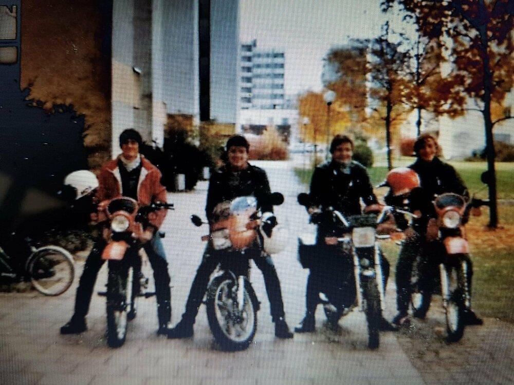 1982.Moped.thumb.jpeg.040b1ff18e97f9b62e026beb010ddf1c.jpeg