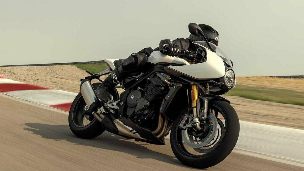Triumph-Speed-Triple-RR-169FullWidth-bb07f24f-1830164.jpg